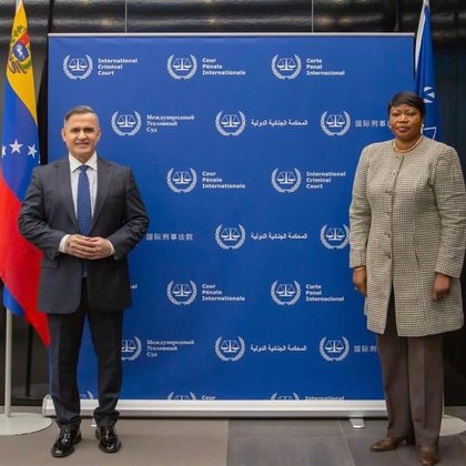 La fiscal Fatou Bensouda recibió al fiscal general de la dictadura venezolana, Tarek William Saab