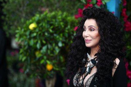 """Cher asistiendo al estreno mundial de """"Mamma Mia! Here We Go Again"""" en el Apollo en Hammersmith, Londres, Reino Unido. 16 de julio, 2018. (Reuters)"""