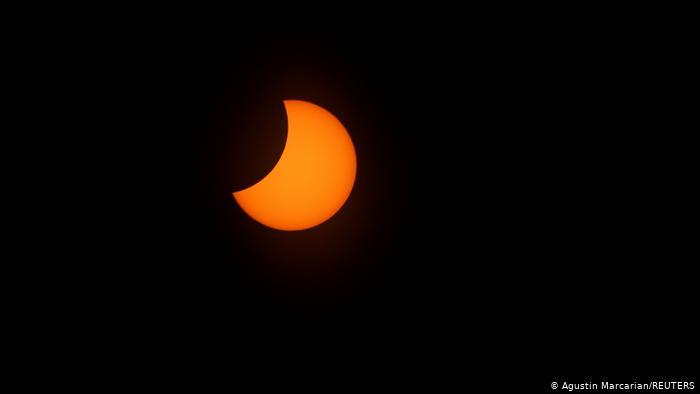 Una etapa del eclipse solar vivido ayer en Agentina y Chile