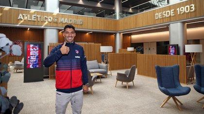Luis Suárez, uno de los que se fue por un bajo valor con la intención de descomprimir la situación salarial (Foto: Reuters)