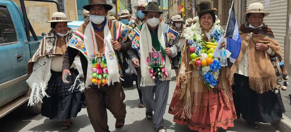 La madre de Eva Liz Morales (4ta de izquierda a derecha) fue proclamada (Foto: RRSS)