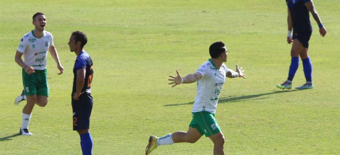 El festejo de Algarañaz tras marcar su gol para Oriente. Foto: JC Torrejón