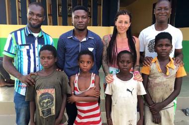 Anja participó en más de 100 misiones de rescates de niños