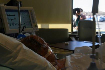 En Los Ángeles se han registrado dos millones 122,806 contagios y 24,220 decesos (Foto: Reuters/Callaghan O'Hare)
