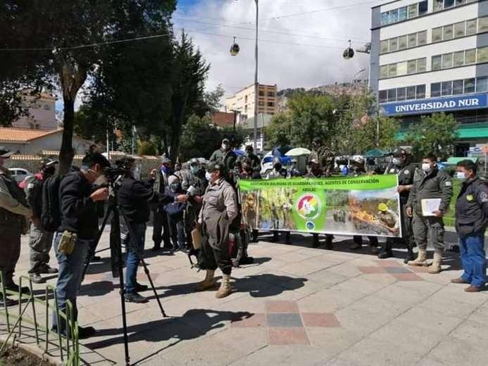 Los guardaparques viajaron con sus propios medios a La Paz