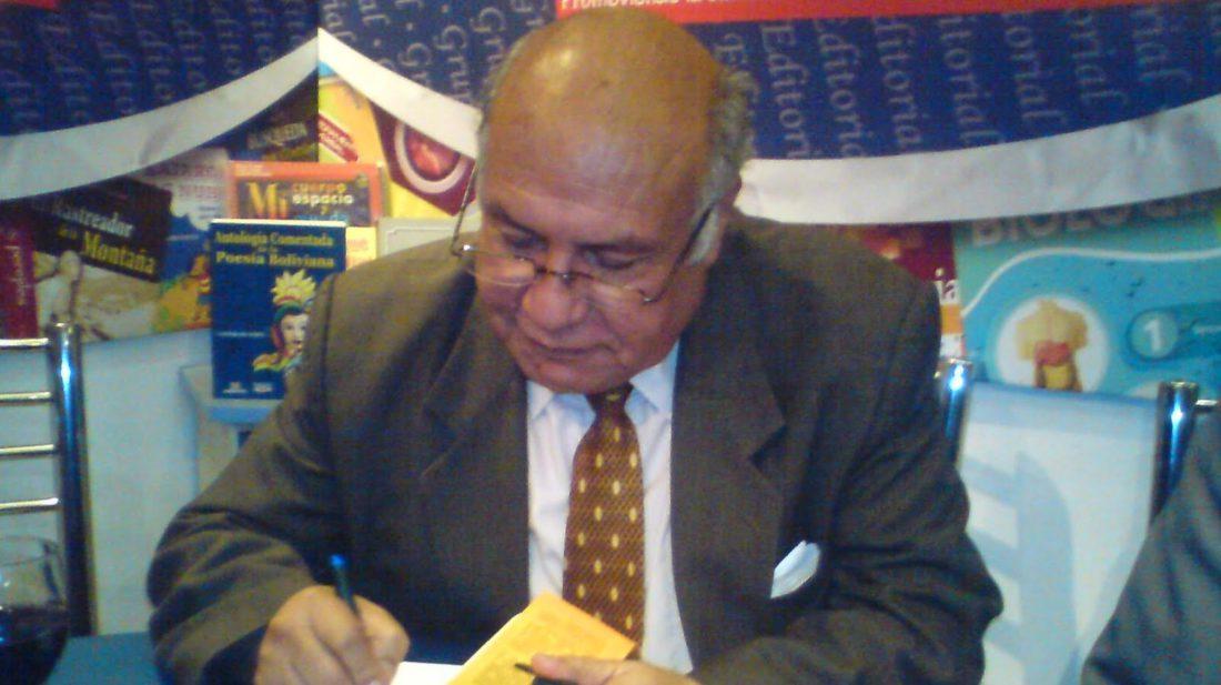 """José """"Chechi"""" Nogales, autografía uno de sus libros. JNN.DIGITAL"""