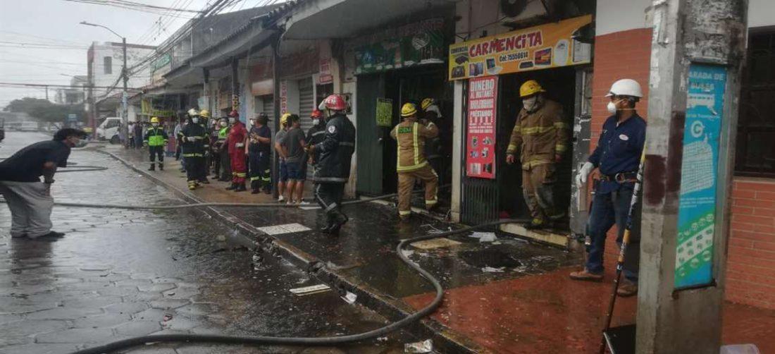 Hasta el lugar llegaron los bomberos para mitigar las llamas