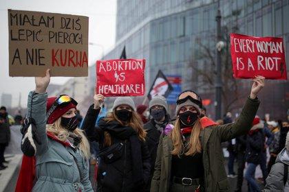 Una manifestación organizada por el movimiento Women's Strike de Polonia ( Adam Stepien/Agencja Gazeta via REUTERS/archivo)