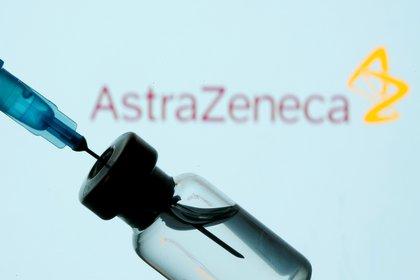 La Fundación Carlos Slim firmó un convenio para contribuir a la producción entre Argentina y México de la de AstraZeneca (Foto: REUTERS/Dado Ruvic/Illustration)