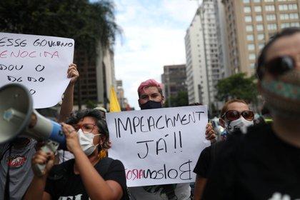 Decenas de manifestantes volvieron a salir a las calles para pedir la destitución de Jair Bolsonaro (REUTERS/Amanda Perobelli)