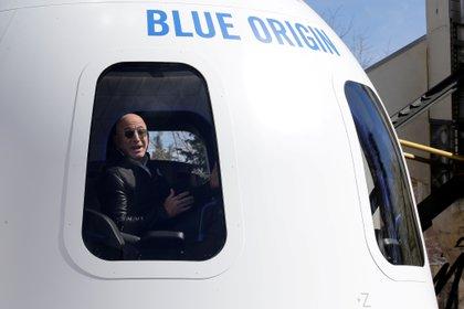 Bezos dentro de una cápsula de Blue Origin. Foto: REUTERS/Isaiah J. Downing