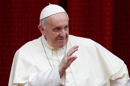 El papa Francisco recibió la segunda dosis de la vacuna contra el coronavirus. REUTERS/Guglielmo Mangiapane