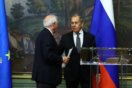 Sergei Lavrov y Josep Borrell. Russian Foreign Ministry/Handout via REUTERS ATTENTION EDITORS - THIS IMAGE WAS PROVIDED BY A THIRD PARTY. NO RESALES. NO ARCHIVES. MANDATORY CREDIT.
