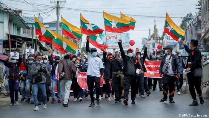 Protesta contra el golpe militar.
