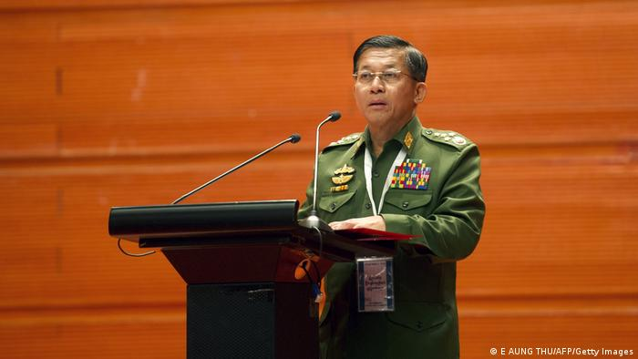 Jefe del Ejército de Birmania, general Min Aung Hlaing, habla en televisón nacional.