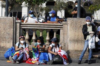 Los trabajadores informales han sido fuertemente impactados por la pandemia y los confinamientos (Europa Press)