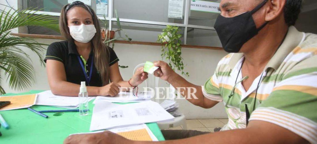 Municipio continua con la entrega de la tarjeta solidaria escolar. Foto: JC Torrejón