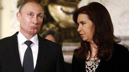 Vladimir Putin junto a Cristina Kirchner en su visita a la Argentina. Reuters