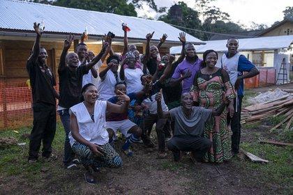 22/10/2020 Un equipo de MSF celebra el fin del brote de ébola en el oeste de República Democrática del Congo POLITICA AFRICA REPÚBLICA DEMOCRÁTICA DEL CONGO INTERNACIONAL CAROLINE THIRION / MSF