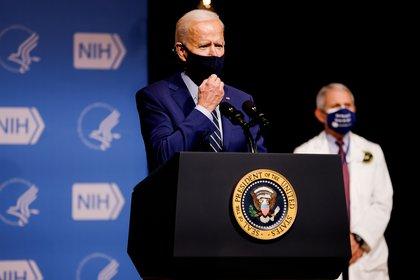 Biden durante un discurso ante el Instituto Nacional de Salud. Foto: REUTERS/Carlos Barria
