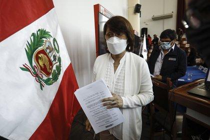 La ministra de Salud de Perú renuncia tras polémica por vacunación de Vizcarra