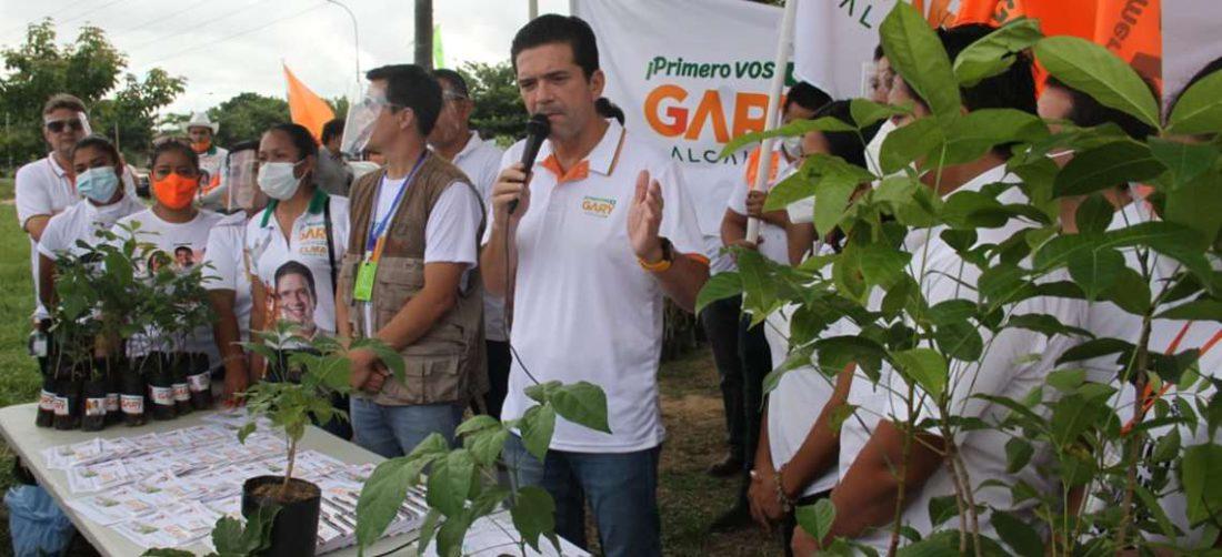 Gary Áñez incentiva la plantación de árboles. Foto: Juan Cárlos Torrejón