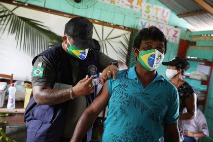 Vacunaciones en Amazonas (Reuters)