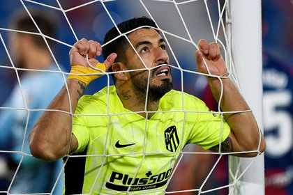 Luis Suárez no estaba al tanto del acuerdo entre los clubes por su pase (REUTERS/Pablo Morano)