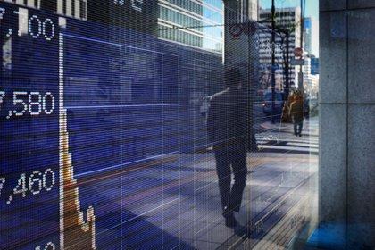Los consumidores creen que la inteligencia artificial puede ayudar a detectar el fraude (33%), reducir el gasto (22%), y realizar inversiones en bolsa (15%) (Foto: Bloomberg)