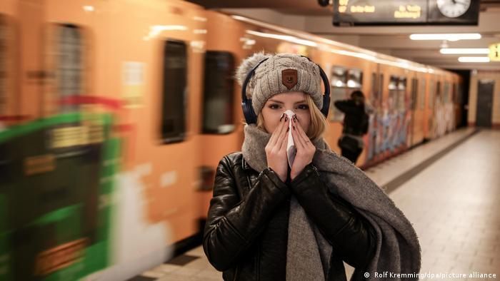Los rinovirus humanos causan el resfriado común y son los virus respiratorios más extendidos entre las personas.