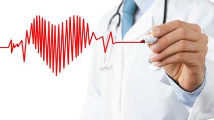 """""""Los hombres que recibieron inhibidores de la PDE5 vivieron más tiempo y tuvieron un menor riesgo de sufrir un nuevo ataque cardíaco, insuficiencia cardíaca, dilatación con balón y cirugía de bypass que los que recibieron alprostadil"""" (Shutterstock)"""