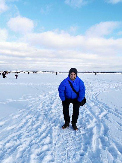 Nahuel trabaja medio día en la oficina estatal de correo y por la tarde se dedica a estudiar finés y a subir contenido en las redes sociales de LandingDos, donde cuenta cómo es vivir en Finlandia
