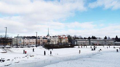 Finlandia es mundialmente conocida por las Noches Blancas, un fenómeno natural en el que se hace de día en plena noche