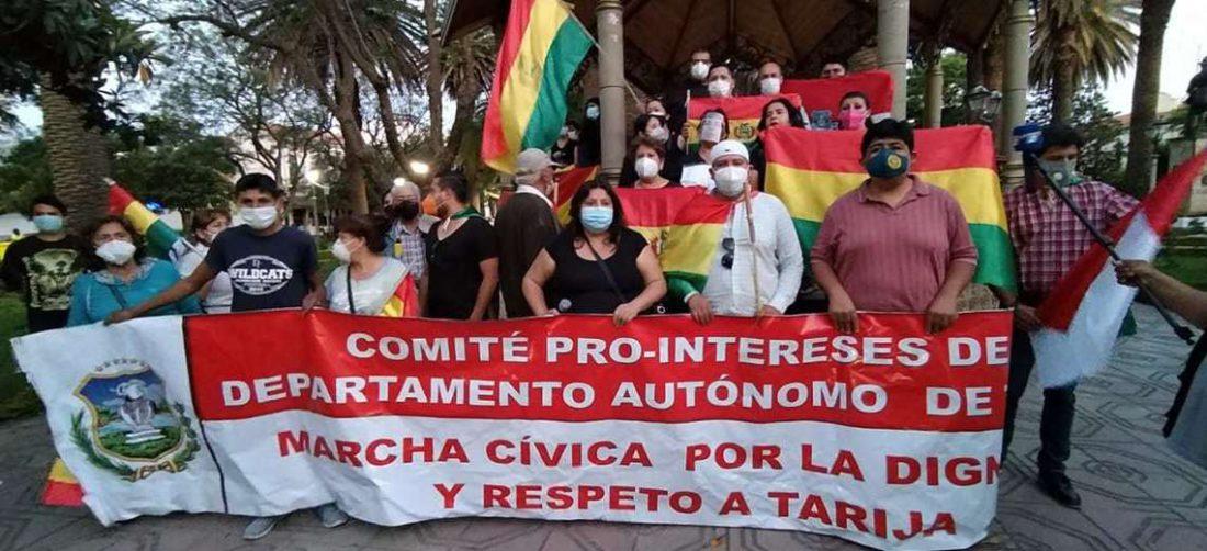 Cívicos de Tarija en marcha