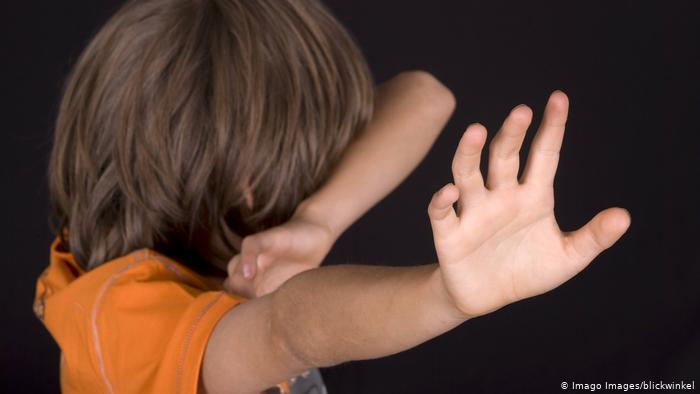 Símbolo de abuso sexual de menores.
