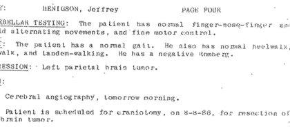 Registro médico de Jeff Henigson que muestra su tumor cerebral y la cirugía planificada para el 8 de agosto de 1986. (Cortesía de Jeff Henigson)