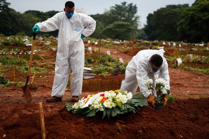 El miércoles Brasil superó las 300.000 muertes por COVID-19 (EFE/Fernando Bizerra Jr./Archivo)
