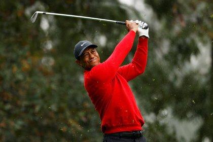 Tiger Woods en el Masters de Augusta, siempre centro de las miradas. REUTERS/Mike Segar
