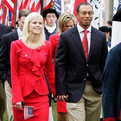 Tiger con su esposa Elin, con quien se casó en 2004. Woods conoció a la modelo sueca porque trabajaba de niñera del golfista sueco Jesper Parnevik. Se divorciaron en 2010 en medio de un escándalo. (AP)