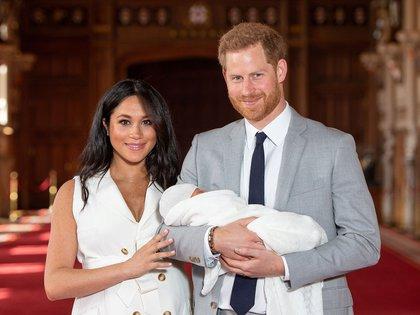 Los duques de Sussex con su hijo Archie Harrison Mountbatten-Windsor (Reuters)