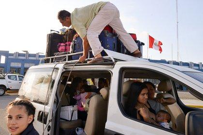 Venezolanos en la frontera binacional al norte de Peru, aguardando para realizar la migración (AFP/Archivo)