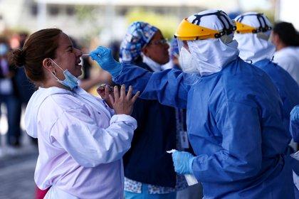 Sobre la situación del contagio en las provincias, en el informe oficial se detalla que la andina de Pichincha, cuya capital es Quito, es la más afectada con 120.325 casos acumulados, 425 más que el sábado. EFE/José Jácome/Archivo