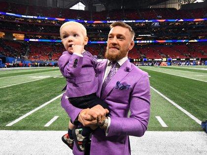 Connor McGregor junto a su hijo (Foto: USA TODAY)