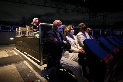 En el último festival de ópera de Palm Beach en Florida, la gente participó con los barbijos puestos. Desde el inicio de la pandemia, hubo personas que se opusieron al uso del barbijo al creer que limitaba sus libertades personales. Sin embargo, el uso fue creciendo (REUTERS/Marco Bello)