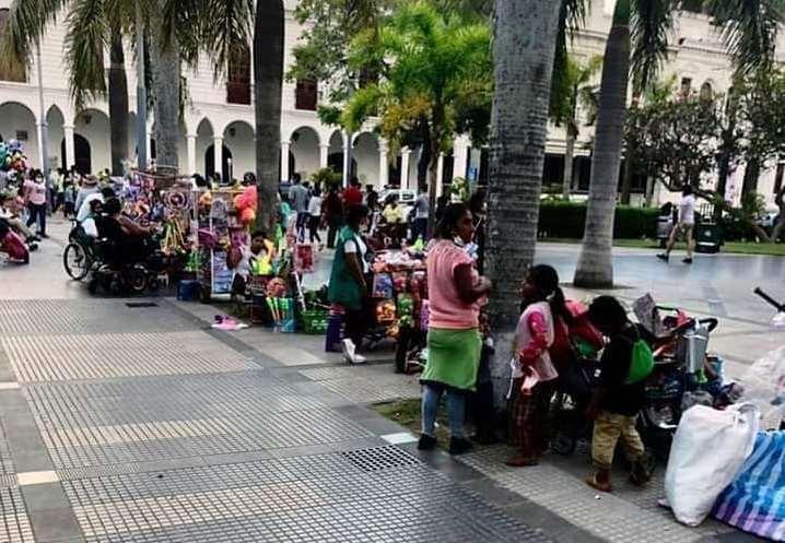 Foto redes sociales: Comerciantes que se asentaron en la Plaza 24 de Septiembre