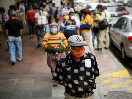 Guillermo Lasso deberá hacer frente a una economía muy dañada por el coronavirus (REUTERS/Vicente Gaibor del Pino)