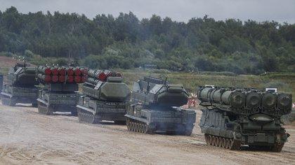 """Rusia despliega fuerzas militares para """"ejercicios"""" en su flanco occidental (EFE/EPA/SERGEI ILNITSK/Archivo)"""