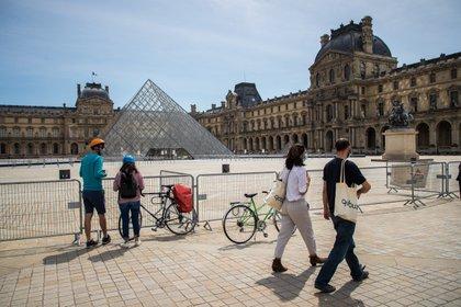 Francia frente al umbral de 100.000 fallecidos. El gobierno, criticado por el manejo de la crisis, busca una hoja de rutas para anunciar una salida de las restricciones por el Covid 19