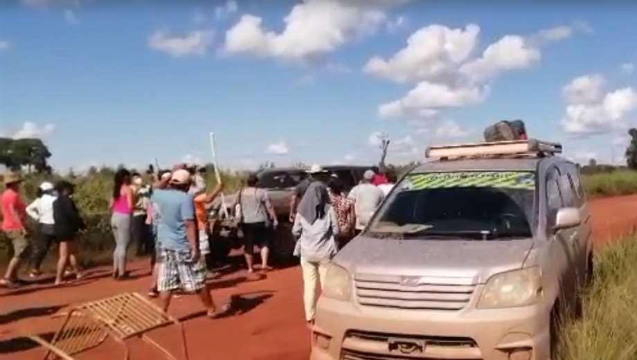Foto redes sociales: los pobladores evitaron el traslado de la autoridad