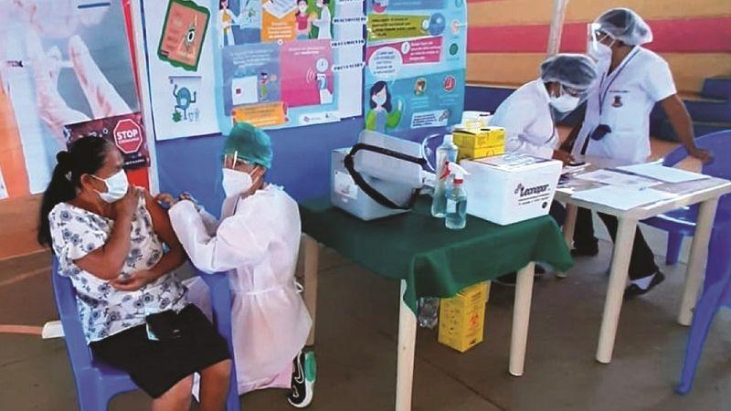 Además de la falta de dosis, vacunación se demora por falta de internet y equipos